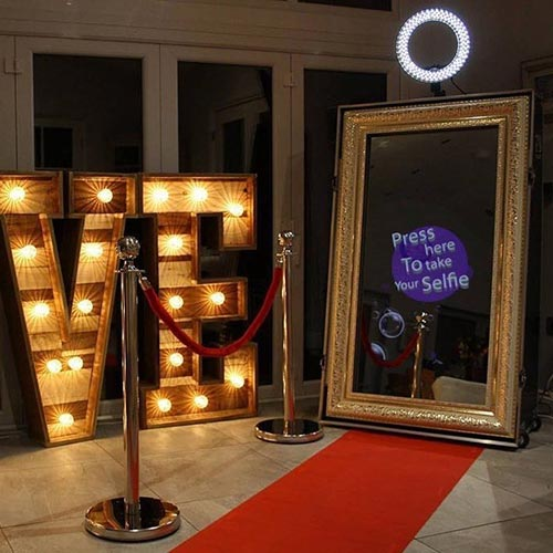 4 Hour Mirror Photo Booth Rental